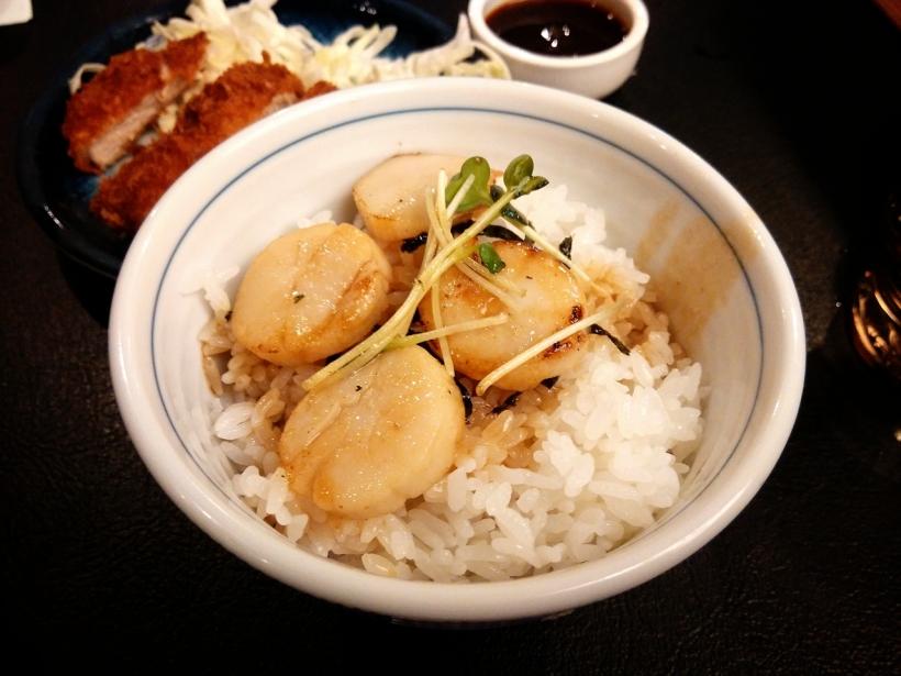 牛油炒帶子飯, 份量少, 不過配以店家特別選用的北海道米,入口綿綿的很有彈性,而且具有牛油香味。