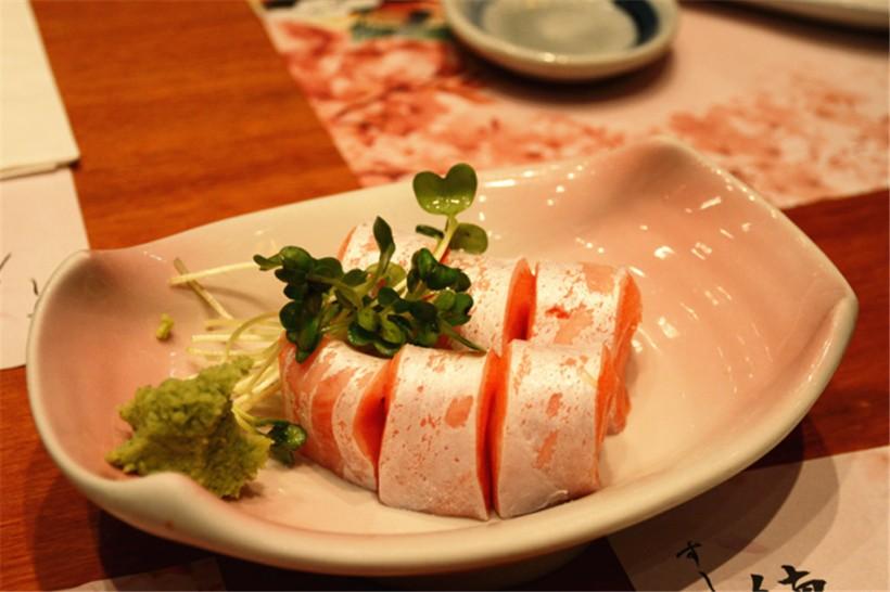 刺身點的是三文魚腩,看到很肥美的魚脂肪啊......