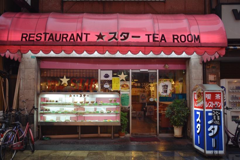 店面是非常經典的感覺 - 特別喜歡食物模型和字體。